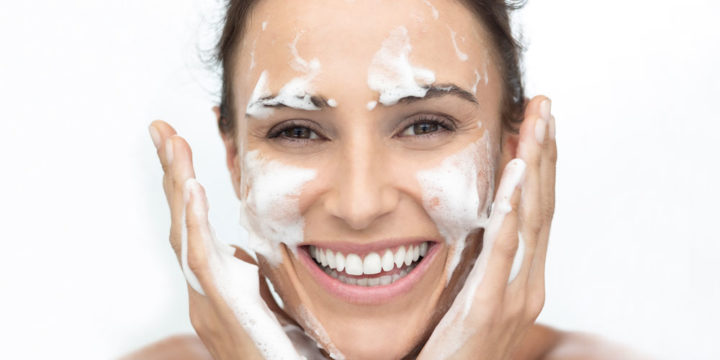 La Gelée Nettoyante : Pureté Absolue pour les peaux mixtes